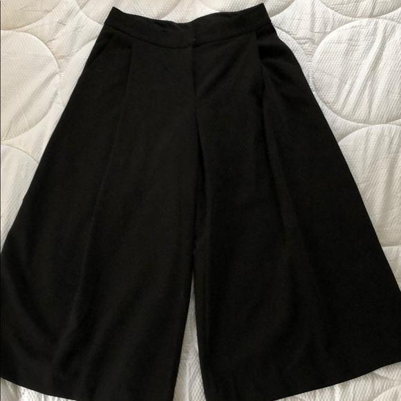 919e73afad5485 Victoria Beckham for Target black culottes. M_5c4791184ab633c58637be72